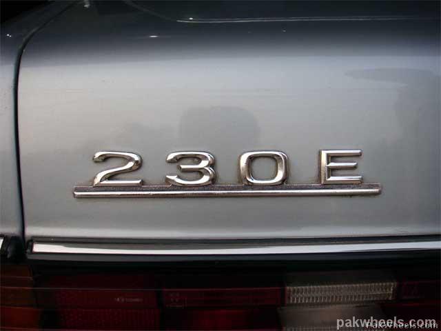 Mercedes Benz E Class - 1982 Emran Xahyd Image-1