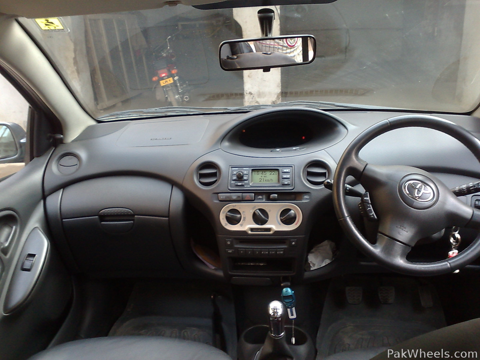 toyota yaris 2004 for sale in rawalpindi pakwheels. Black Bedroom Furniture Sets. Home Design Ideas