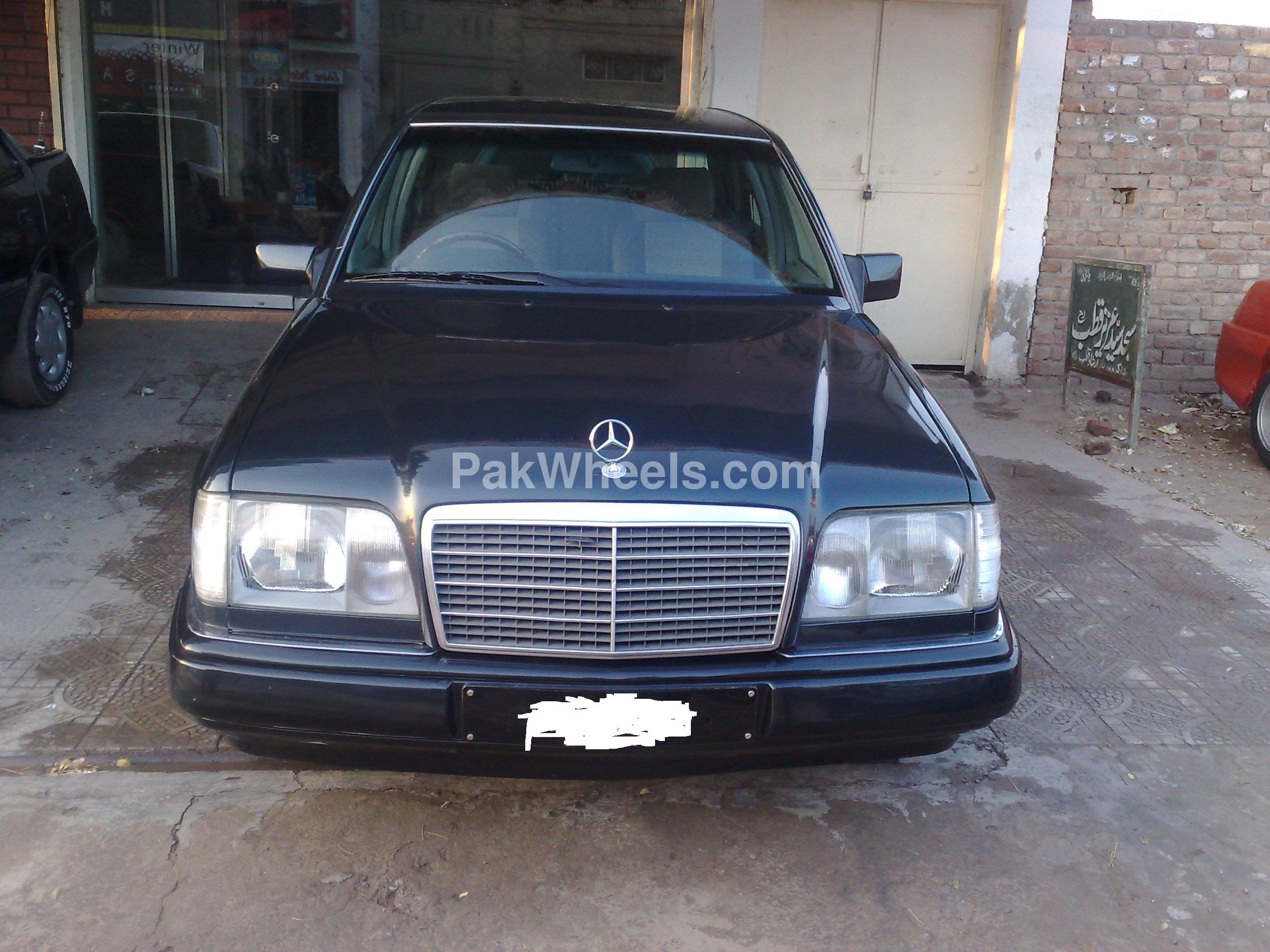Mercedes benz e class e200cgi lim 1995 for sale in sahiwal for Mercedes benz e class 1995