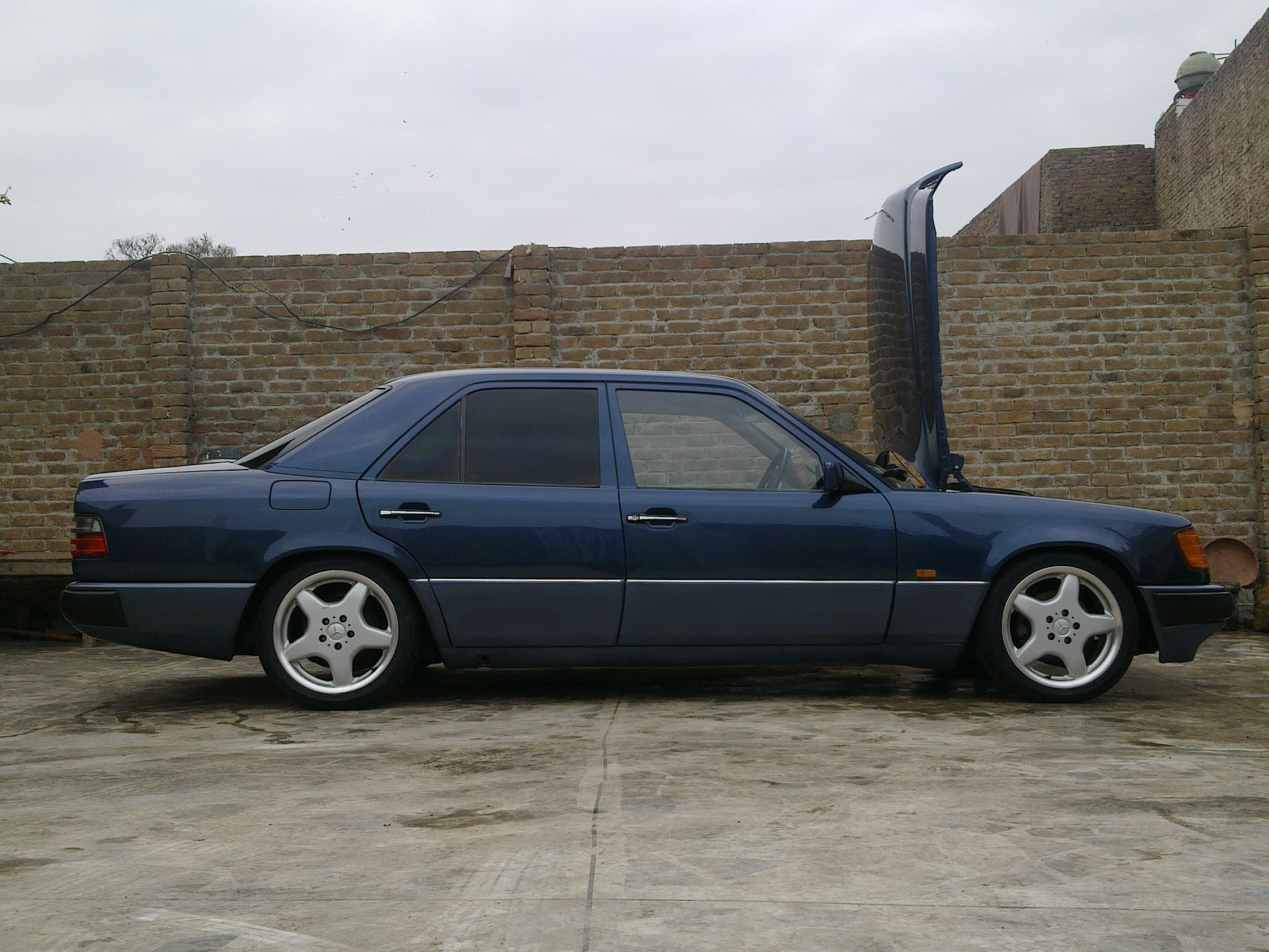 Mercedes benz e class 1988 of imran077 member ride 15234 for Mercedes benz membership