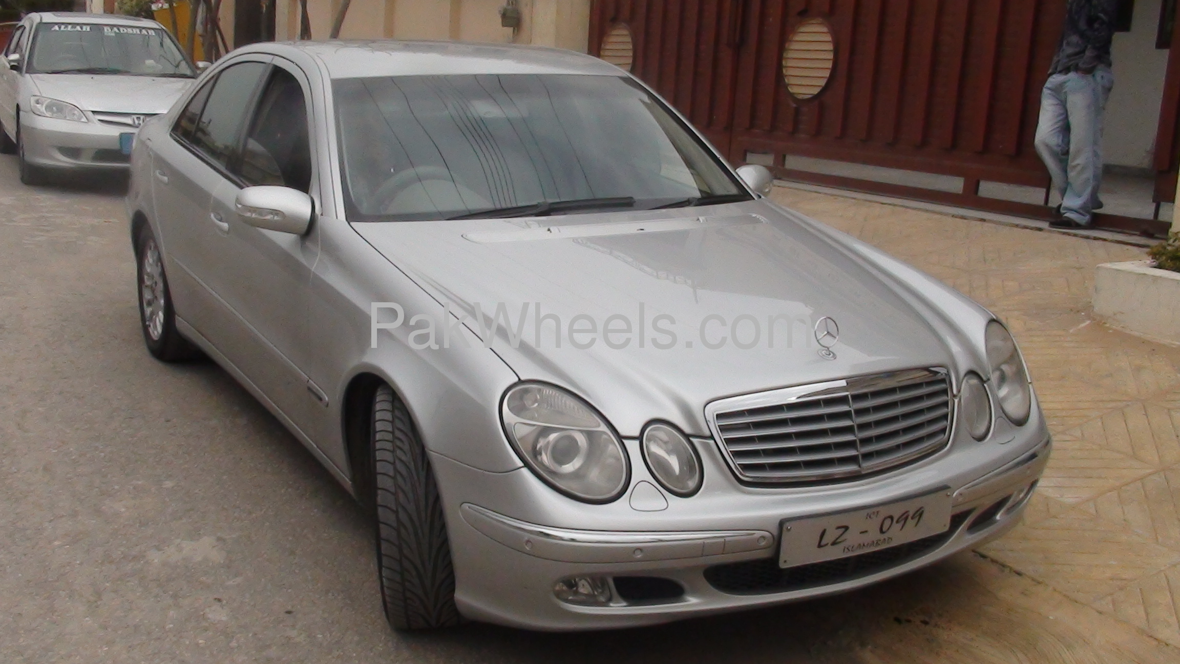 Mercedes benz e class e320 2005 for sale in islamabad for Mercedes benz 2005 e class