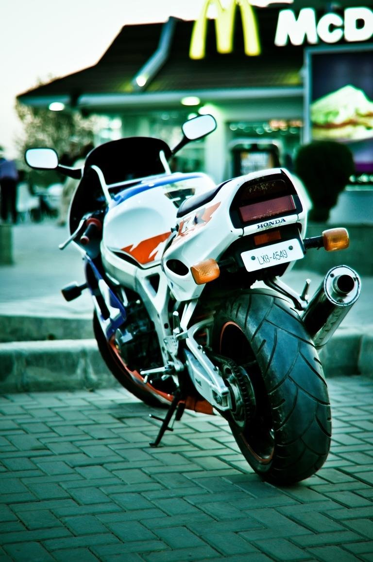 Honda CBR 1000RR - 1997 Fireblade Image-1