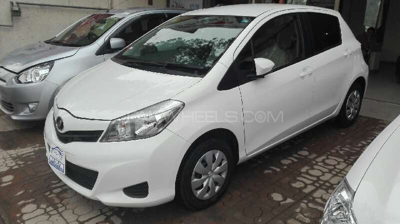 Toyota Vitz F Limited 1.0 2012 Image-4