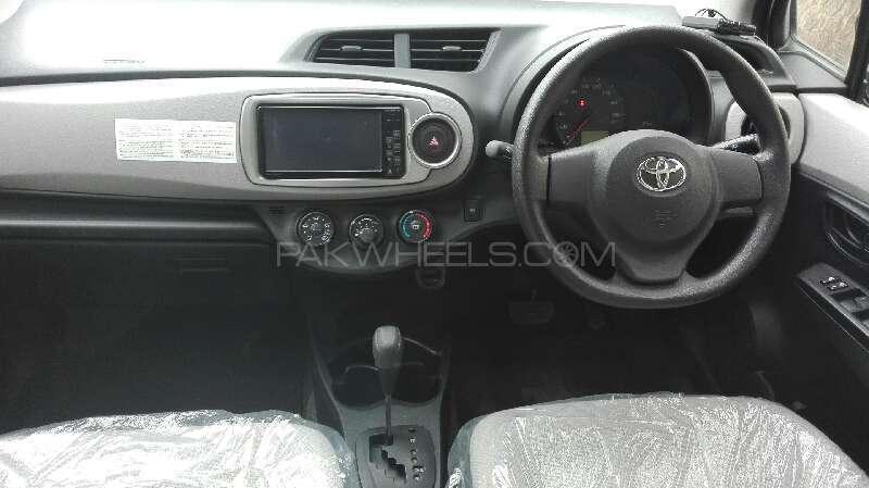 Toyota Vitz F Limited 1.0 2012 Image-9