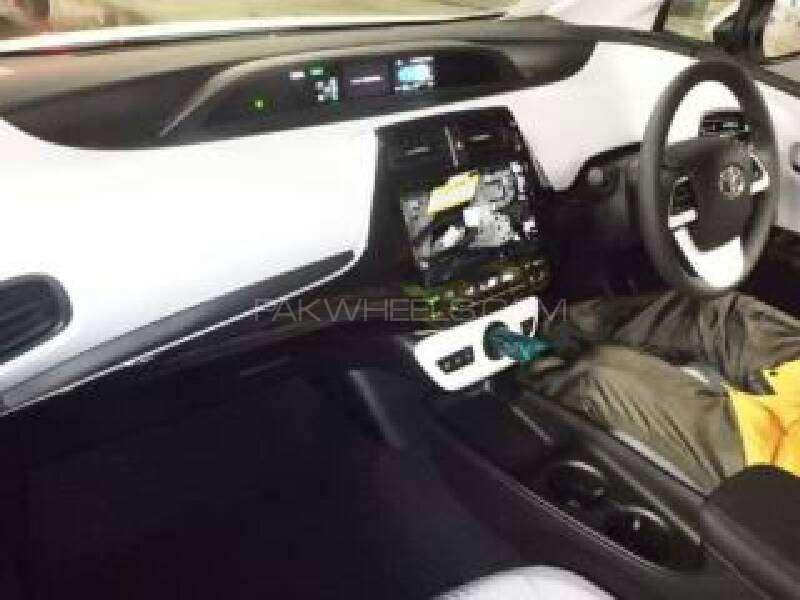 Toyota Prius 2015 Image-4
