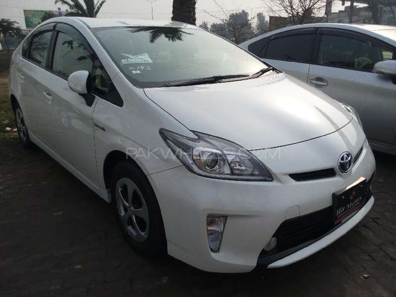Toyota Prius S 1.8 2013 Image-2