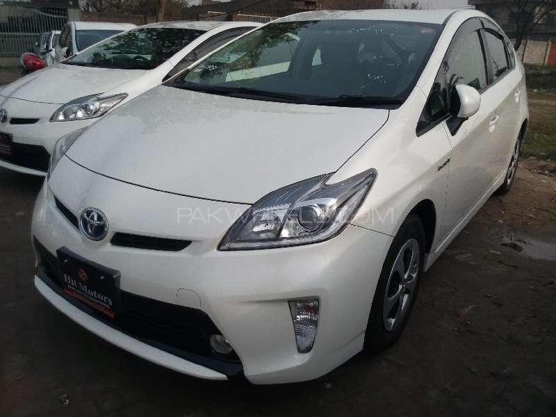 Toyota Prius S 1.8 2013 Image-3