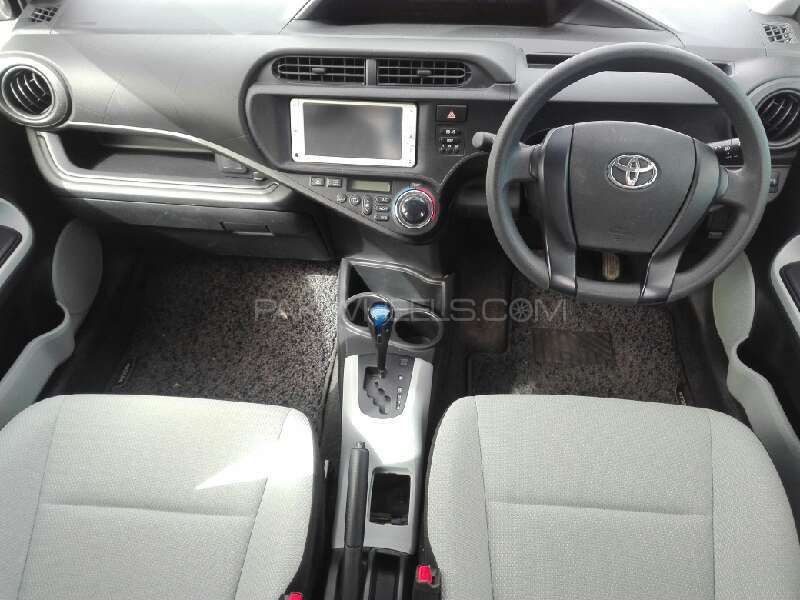 Toyota Aqua 2012 Image-2