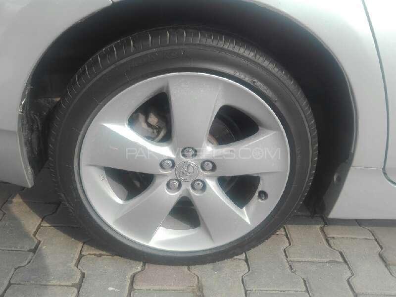 Toyota Prius 2011 Image-8