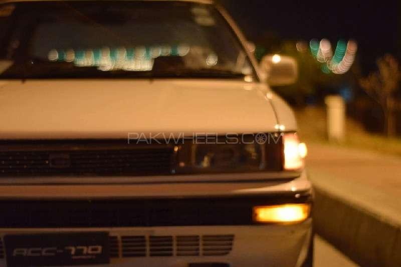 Toyota Corolla SE Saloon 1990 Image-2