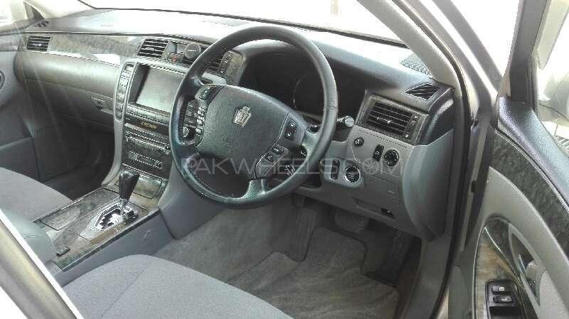 Toyota Crown Royal Saloon 2004 Image-3