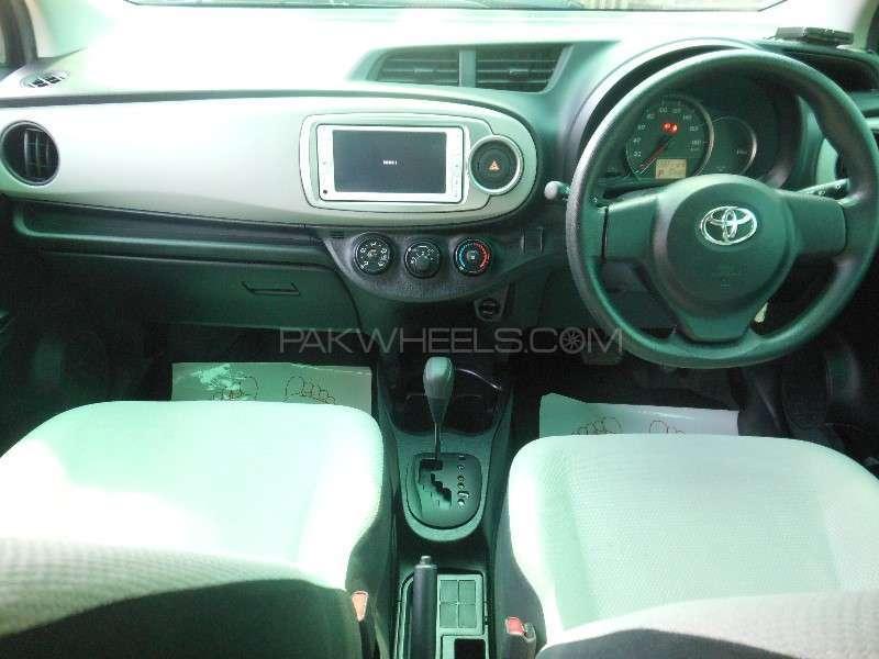 Toyota Vitz F 1.0 2013 Image-8
