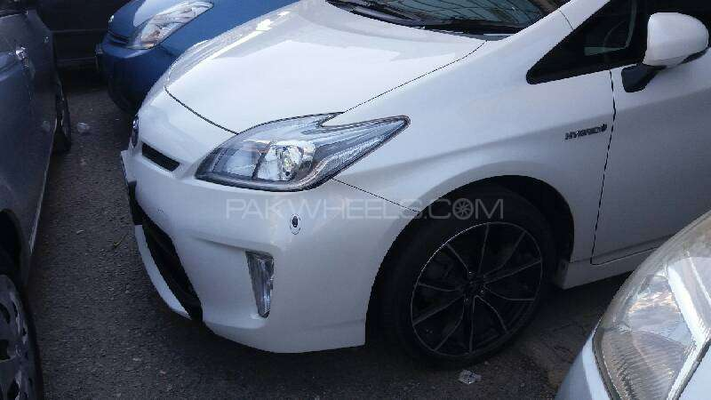 Toyota Prius S Touring Selection GS 1.8 2012 Image-2