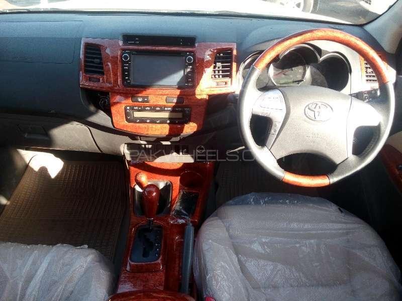 Toyota Hilux D-4D Automatic 2012 Image-8