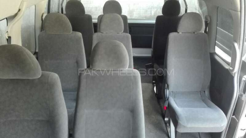 Toyota Hiace 2011 Image-6