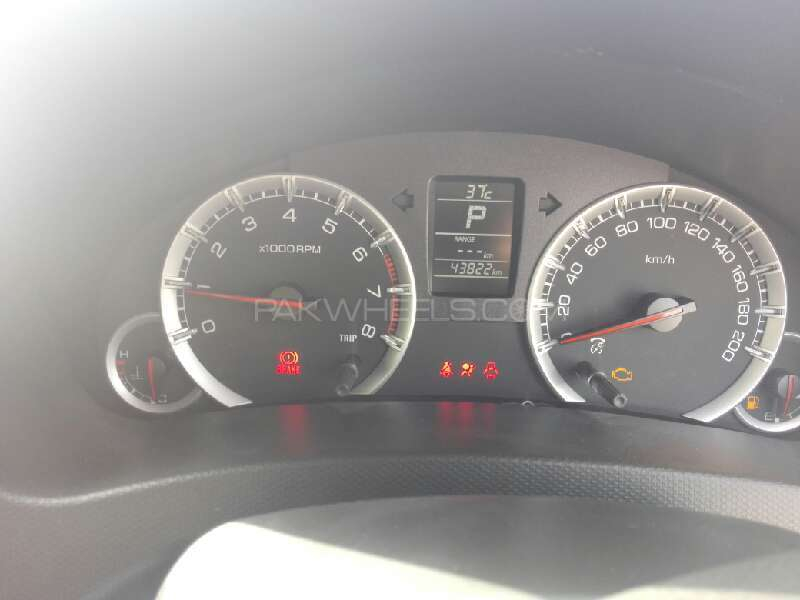 Suzuki Swift DLX Automatic 1.3 2013 Image-3