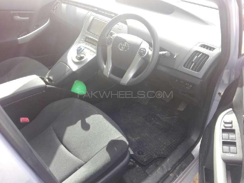 Toyota Prius G 1.8 2013 Image-5