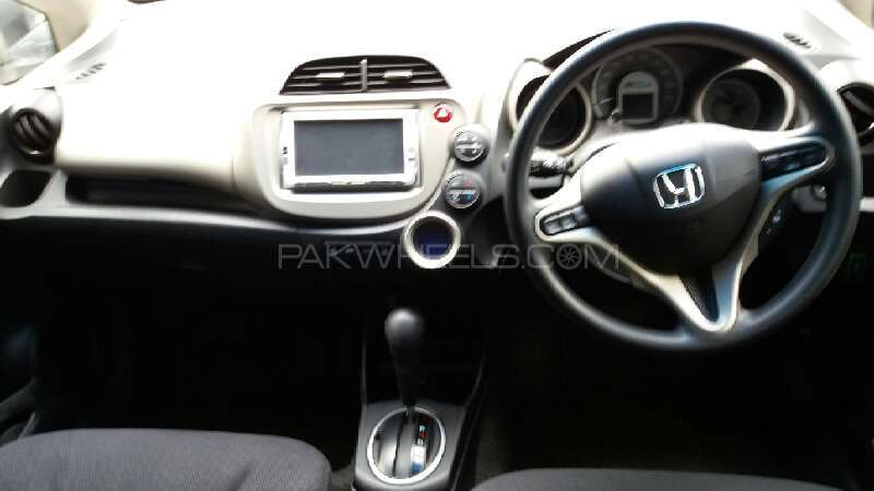 Honda Fit Hybrid 2012 Image-6