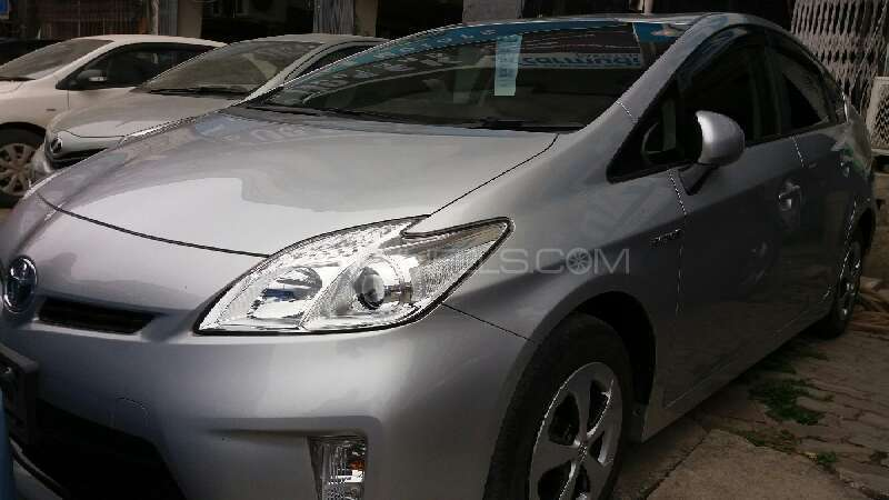 Toyota Prius 2012 Image-2