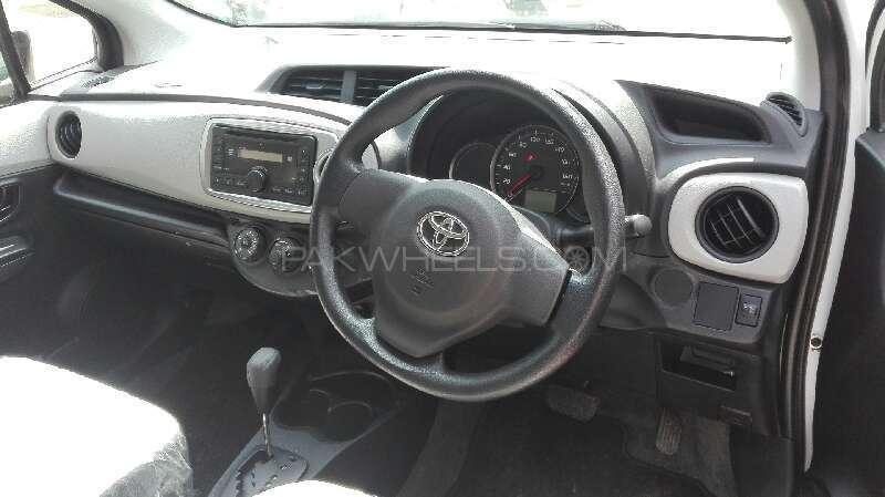 Toyota Vitz F 1.0 2014 Image-2