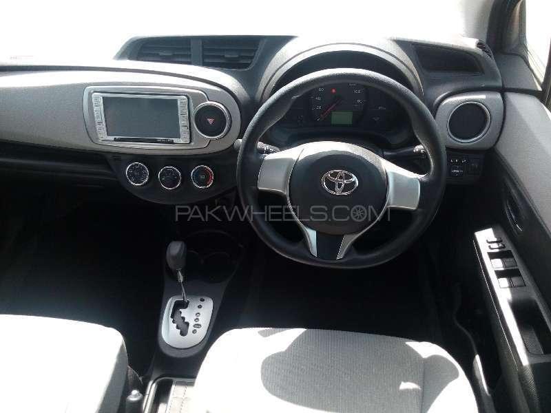 Toyota Vitz Jewela 1.0 2012 Image-7