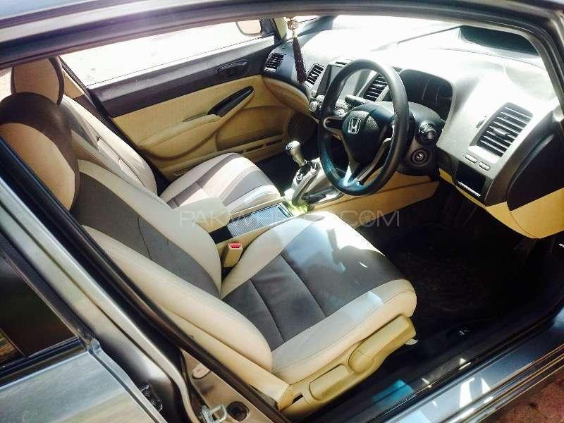 Honda Civic VTi Oriel 1.8 i-VTEC 2012 Image-2