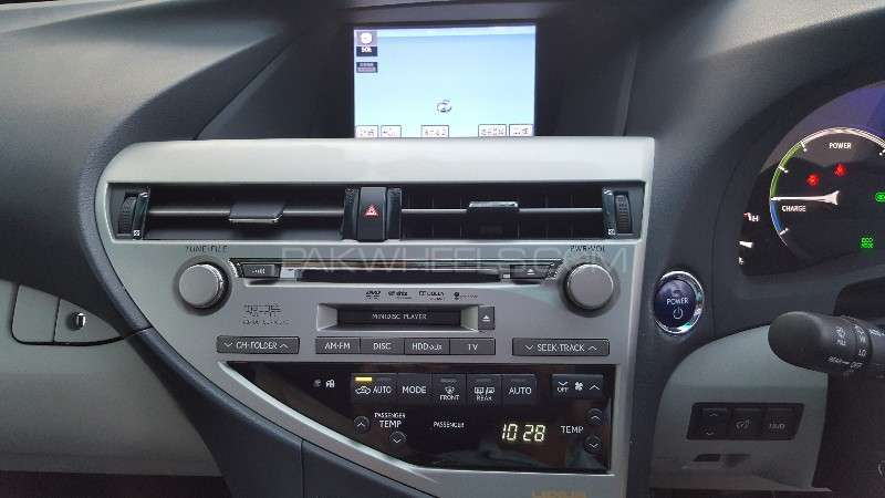 Lexus RX Series 450H 2011 Image-17