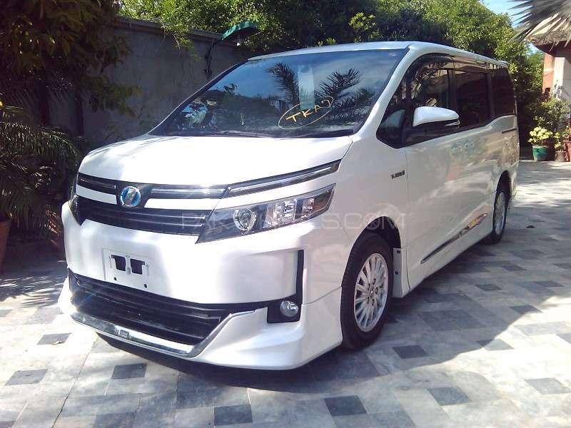 Toyota Voxy V 2014 Image-2