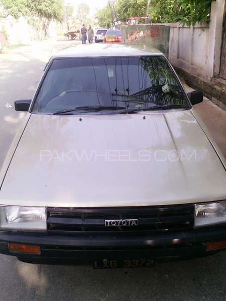 Toyota Corolla SE Saloon 1986 Image-2