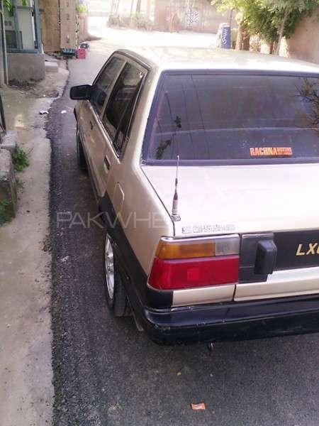 Toyota Corolla SE Saloon 1986 Image-5