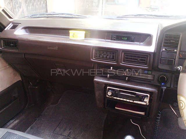 Toyota Corolla SE Saloon 1986 Image-6