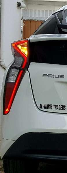 Toyota Prius S LED Edition 1.8 2015 Image-6