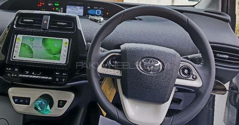 Toyota Prius S LED Edition 1.8 2015 Image-8