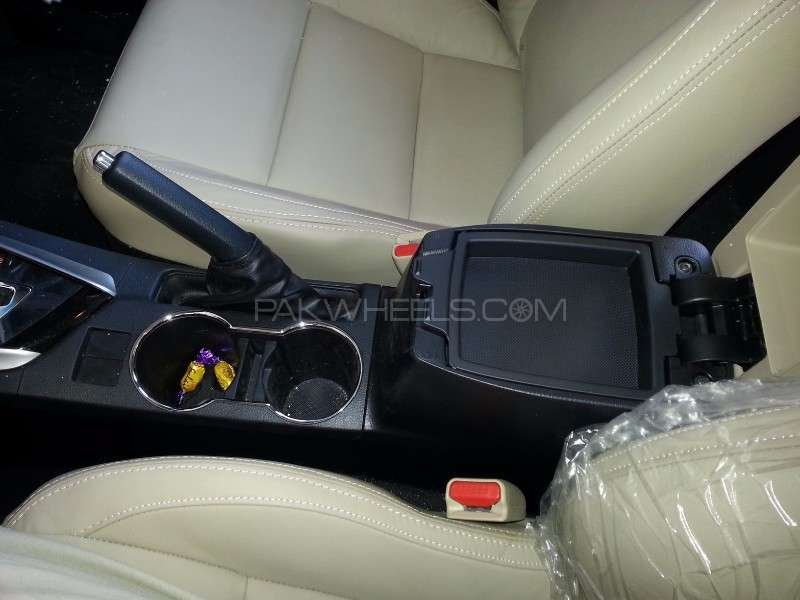 Toyota Corolla Altis Grande CVT-i 1.8 2014 Image-11