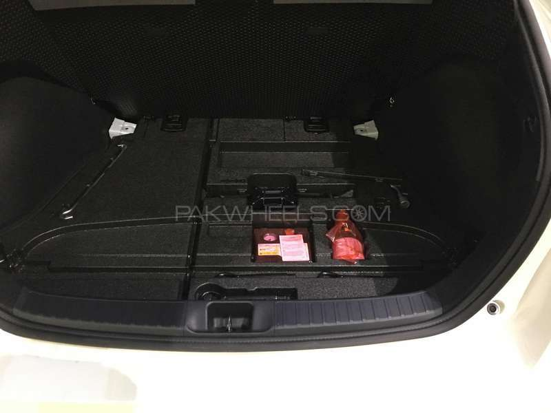Toyota Prius G LED Edition 1.8 2015 Image-7