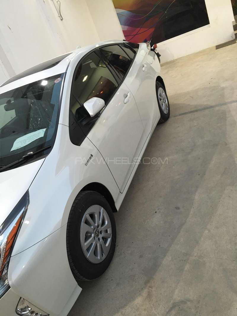 Toyota Prius G LED Edition 1.8 2015 Image-8