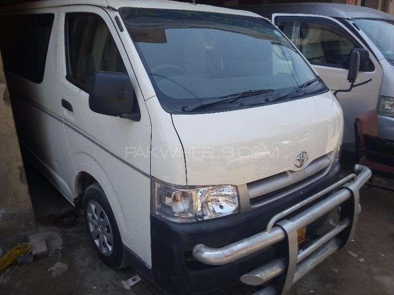 Toyota Hiace Grand Cabin 2004 Image-2