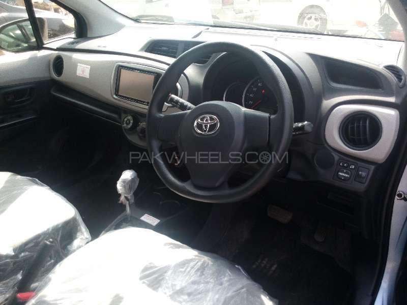 Toyota Vitz F 1.0 2013 Image-6