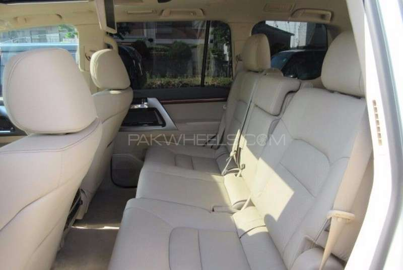 Toyota Land Cruiser ZX 2013 Image-15