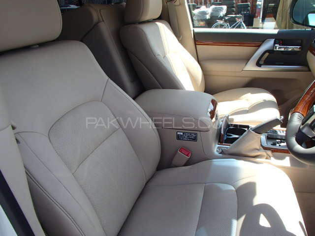 Toyota Land Cruiser ZX 2013 Image-18