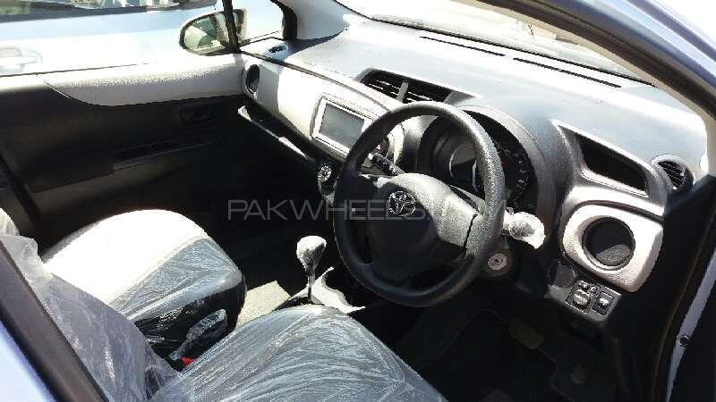 Toyota Vitz F 1.0 2012 Image-10