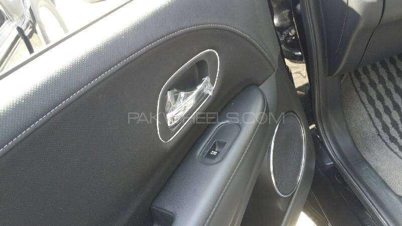 Honda Vezel Hybrid Z 2015 Image-10