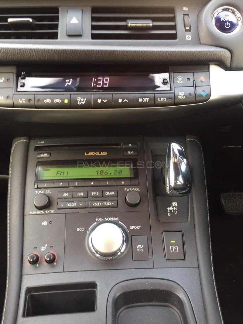 Lexus CT200h F Sport 2011 Image-2