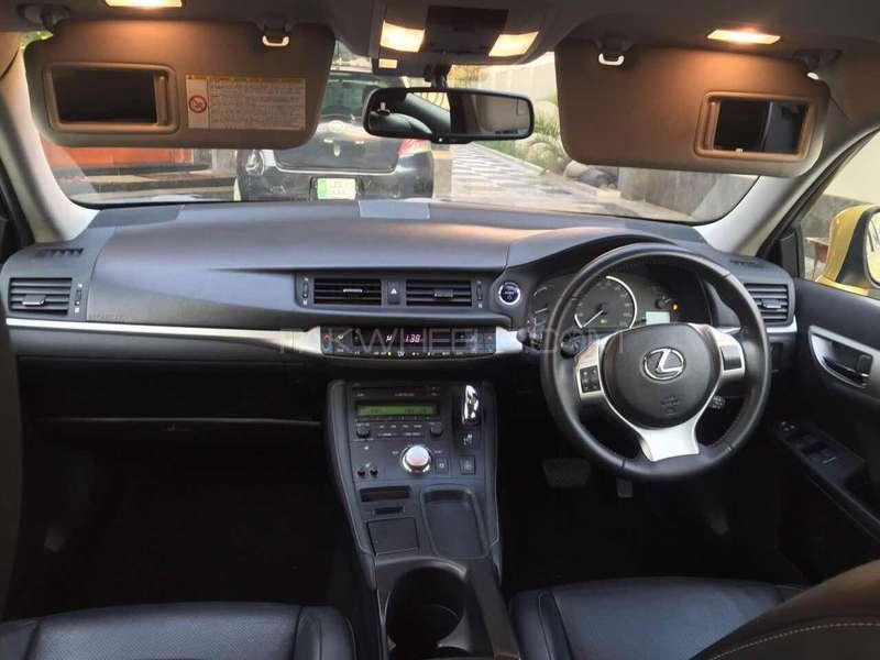 Lexus CT200h F Sport 2011 Image-13