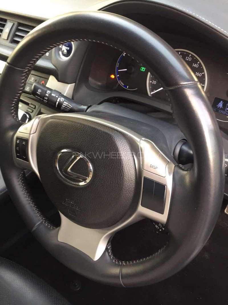 Lexus CT200h F Sport 2011 Image-15
