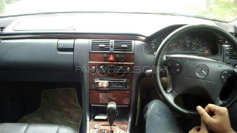 Mercedes Benz E Class E220 CDI 2002 Image-3
