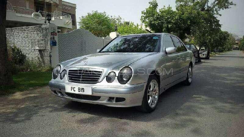 Mercedes Benz E Class E220 CDI 2002 Image-7