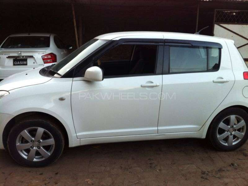 Suzuki Swift DLX 1.3 2011 Image-3