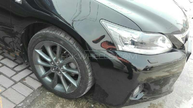Lexus CT200h F Sport 2011 Image-8