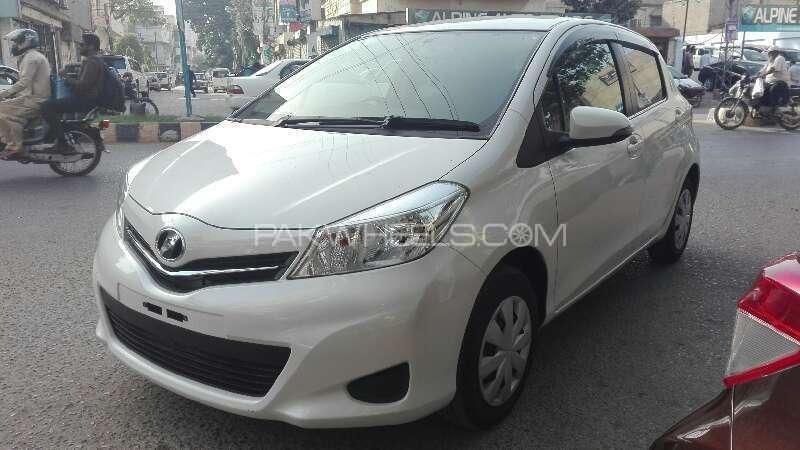 Toyota Vitz Jewela 1.0 2013 Image-3